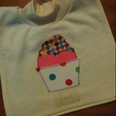 Cupcake bib Cupcake, Handmade Items, Sweatshirts, Fashion, Hoodies, La Mode, Cup Cakes, Trainers, Cupcakes