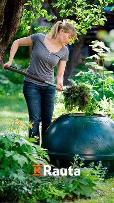 Kompostointia aloitettaessa kannattaa miettiä, mitä aikoo kompostoida. Hanki siis omiin tarpeisiin sopiva komposti. Katso ohjeet kompostin valintaan ja tutustu erilaisiin komposteihin. Outdoors, Garden, Garten, Lawn And Garden, Gardens, Outdoor Rooms, Gardening, Off Grid, Outdoor
