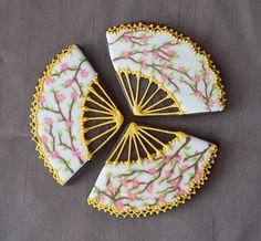 fan cookies from Marlyn B of Montreal Confections (flickr) #cookies #paisley #patterns #food #yummy