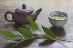 How to Make Authentic West Indian Bay Leaf Tea Bay Leaf Tea I was told it's good iced with milk. So nutritious too. Bay Leaf Tea Benefits, Green Tea Benefits, Indian Bay Leaf, Green Tea Recipes, Bay Rum, Bay Leaves, West Indian, Reduce Belly Fat, Lose Belly