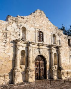 """""""Remember the Alamo!"""" - Sam Houston (1793-1863) _ I visited San Antonio Texas yesterday and took a behind-the-scenes look at one of America's most iconic battles at The Alamo. _ On 6 March 1836 the Mexican army lead by General Antonio Lopez De Santa Anna laid siege for 13 days then attacked The Alamo with 1500 soldiers against only around 200 Texian defenders including David Crockett William Travis and James Bowie. _ The battle lasted around 90 minutes. The only Texian lives that were spar James Bowie, Visit San Antonio, Mexican Army, Davy Crockett, Sam Houston, Texas Pride, San Jacinto, 13 Days, Texas History"""