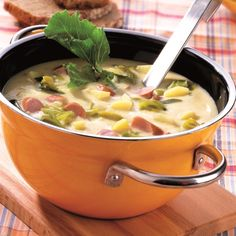 Aardappelsoep met worst #WeightWatchers #WWrecept #soep Soup Recipes, Diet Recipes, Healthy Recipes, Weith Watchers, Weight Watchers Menu, Breakfast Lunch Dinner, Eat Smart, Cheap Meals, Fabulous Foods