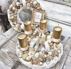 Wonderful Golden and White Christmas Candle Basket Decoration. Christmas Advent Wreath, Christmas Candle Decorations, Advent Candles, Christmas Mood, Noel Christmas, Christmas Candles, White Christmas, Advent Wreaths, Nordic Christmas