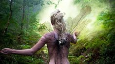 Dentro del bosque encantado (© BBC Mundo - Kirsty Mitchell)