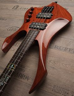 "Zerberus Guitars ""Crow Bass"""