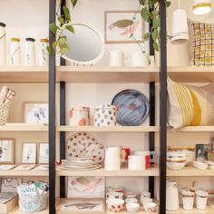 7 boutiques déco repérées à Paris pour un intérieur pas comme les autres - Marie Claire Decor, Shelves, Deco, Bookcase, Shelving Unit, Home Decor, Retail Design, Inspiration, Ladder Bookcase