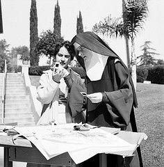 sisters of st.joseph old habits | Sister Mary Corita, IHM wearing the original Spanish nuns habit