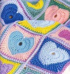 bonjour un modèle plein d'amour pour vos bébé et pour finir aussi les restes de laine au couleur de votre choix je vous souhaite une bonne journée un temps gris et frisquet dans le Rhône Easy Crochet, Free Crochet, Knit Crochet, Crochet Motif Patterns, Heart Patterns, Make Blanket, Baby Blanket Crochet, Blog, San Valentino