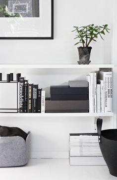 Home deco books Home Living Room, Living Spaces, Home And Deco, My New Room, Interiores Design, Interior Inspiration, Interior Architecture, Shelving, Low Shelves