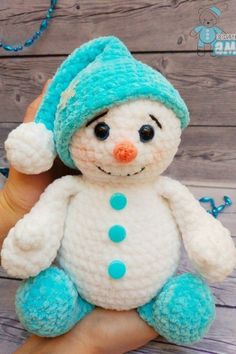 Free pattern using Himalaya baby yarn This crochet plush snowman toy is too cute! Amigurumi snowman toy like this is soft, squeezable for kids to touch and play. Use this free pattern to make perfect gift or home decoration. Crochet Easter, Crochet Snowman, Crochet Amigurumi, Cute Crochet, Amigurumi Patterns, Crochet Dolls, Crochet Christmas Decorations, Christmas Crochet Patterns, Holiday Crochet