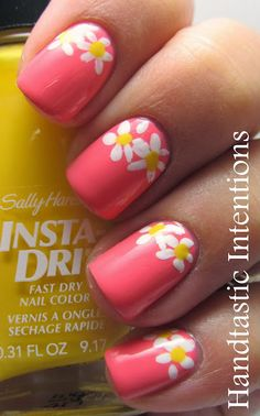 Pink Nails with White Daisies