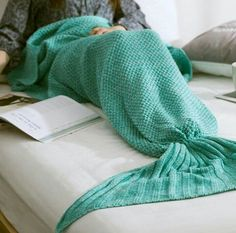 I love these mermaid blankets! I would be so happy if I could afford one! Xx