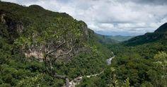Parque Nacional Chapada dos Veadeiros, no Estado de Goiás, revelam os rios e montanhas do Cerrado