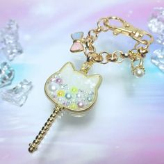 白猫ステッキのパステルバッグチャーム Funky Jewelry, Kids Jewelry, Photo Jewelry, Resin Jewelry, Charm Jewelry, Jewelry Crafts, Kawaii Accessories, Handmade Accessories, Resin Art
