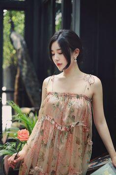 Pretty Asian, Beautiful Asian Girls, Beautiful Women, Modern Fashion Outfits, Fashion Models, Beauty Full Girl, Beauty Women, Yoon Sun Young, Indian Beauty Saree