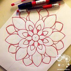 Great photo tutorial… mandala by Gromova_Ksenya Mandala Doodle, Mandala Drawing, Mandala Painting, Henna Mandala, Watercolor Mandala, Zentangle Drawings, Zentangle Patterns, Doodle Drawings, Doodle Art