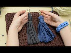 Кисточка из т-пряжи. Два способа. - YouTube Free Crochet Bag, Crochet Clutch, Crochet Handbags, Crochet Purses, Crochet Granny, Diy Crochet, Knitting Videos, Crochet Videos, Crochet Hook Sizes