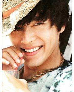 Hyun Bin Born Kim Tae-pyung September 1982 (age From Seoul, South Korea Hyun Bin, Hot Korean Guys, Korean Men, Asian Men, Song Hye Kyo, Asian Actors, Korean Actors, Asian Celebrities, Korean Dramas