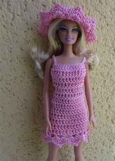 Je vous propose aujourd'hui une tenue estivale pour Mademoiselle Barbie                       Fournitures  : du coton rose, un crochet ... Barbie Knitting Patterns, Barbie Patterns, Doll Clothes Patterns, Clothing Patterns, Crochet Barbie Clothes, Doll Clothes Barbie, Barbie Dress, Habit Barbie, Barbie And Ken