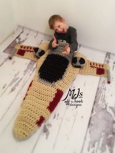Star Wars Spacefighter Crochet Blanket Pattern - find loads of fabulous Star Wars Free Patterns in our post                                                                                                                                                                                 Más
