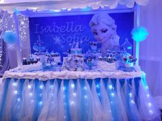 Nice table set up Frozen Themed Birthday Party, Disney Frozen Birthday, Frozen Party, Birthday Party Themes, Frozen Disney, Frozen Balloon Decorations, Frozen Birthday Decorations, Table Decorations, Frozen Candy Table