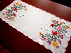 Hand-Embroidered tablecloths from Kalocsa, Hungarian home decoration - Folk Arts Hungary Chain Stitch Embroidery, Learn Embroidery, Embroidery Stitches, Embroidery Patterns, Hand Embroidery, Beginner Embroidery, Craft Patterns, Vintage Patterns, Stitch Head