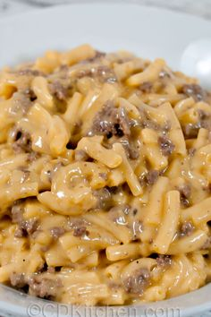 ground beef tacos Easy Cheesy Beef Mac - A quick way to turn a box of macaroni and cheese into dinner Healthy Beef Recipes, Ground Beef Recipes For Dinner, Dinner With Ground Beef, Easy Dinner Recipes, Cooking Recipes, Cheese Recipes, Beef Dishes, Pasta Dishes, Food Dishes