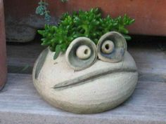 hair of the frog! need this cutie. Cement Art, Concrete Crafts, Pottery Animals, Ceramic Animals, Clay Projects, Clay Crafts, Ceramic Pottery, Ceramic Art, Succulent Pots
