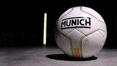 Balón de fútbol sala Munich con senyera. Foto  Marcela Sansalvador   munichsports  marcelasansalvador d229b6d0e0755