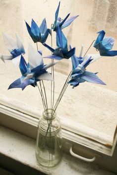 Use in vases instead of flowers, place/ stage with mannequins and delivery looks Adorno con grullas • Origami Cranes