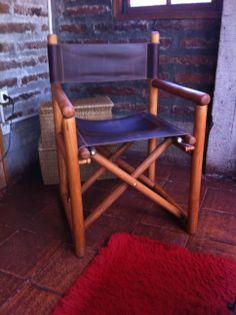 """Sillas """"Director"""" compradas en el Rehue 1990 - raspadas y barnizadas mate natural.Fundas de cuero hechas por http://jgbotas.blogspot.com/"""
