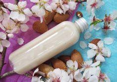 Recette : Lotion douceur pour le visage « Amande et Fleurs d'Oranger ». Cette lotion lactée très douce est idéale pour les peaux sensibles et sèches. Elle est également est parfaite pour démaquiller la peau sans l'agresser.  - Aroma-Zone