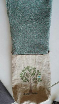 지난번 크로스백 올리면서 만드는 방법도 올리겠다고 약속한거 지금 지켜요ㅎㅎ 맞아요~~ 졸지에 크로스백 ... Linen Bag, Floral Tie, Needlework, Diy And Crafts, Recycling, Embroidery, Stitch, Sewing, Canvas