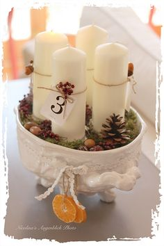 simple but just enough Christmas Advent Wreath, Christmas Food Gifts, Handmade Christmas, Christmas Decorations, Advent Candles, Diy Candles, Pillar Candles, Very Merry Christmas, Christmas Holidays