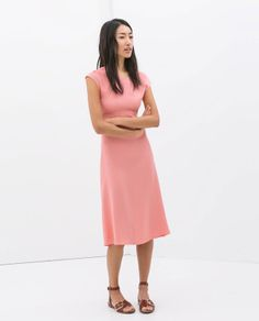 Zara / Vestido en rosa palo con la espalda al aíre y de largo midi