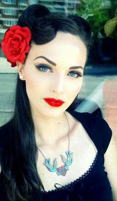 I love her makeup :)