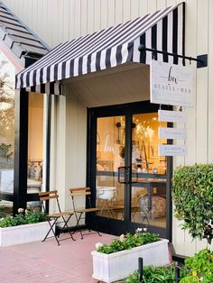 Home Decoration Cheap Ideas Bakery Design, Cafe Design, Restaurant Design, Modern Restaurant, Design Design, Small Coffee Shop, Coffee Shop Design, Custom Business Signs, Retail Signs