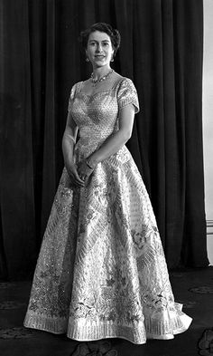 Queen Elizabeth II wearing a gown designed by Norman Hartnell for her Coronation ceremony in 1953.  Photo: © Getty Images