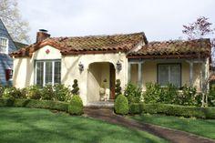 adorable spanish-style bungalow in San Jose's Rose Garden neighborhood. Spanish Bungalow, Spanish Style Homes, Spanish House, Spanish Colonial, Spanish Revival, Style Hacienda, Mexican Hacienda, Fachada Colonial, Spanish Exterior