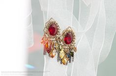 vintage style boucle d'oreille  http://www.cl-mode.com/categorie/boucles-d-oreilles/8/cl-mode-boucles-d-oreilles-metal-dore--perles-a-facette-rouge-ou-bleu-lilou/170