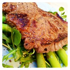Lemon & Garlic Steak with Rocket & Asparagus. Gluten Free, Dairy Free & Paleo. Recipe on www.thelittlegreenspoon.com
