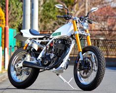 Racing Cafè: Yamaha SR 400 No.103 by Bike Garage Thruxton