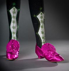 Evening Shoes Silk satin with grosgrain ruffles c. 1870 Helen Larson Historic Fashion Collection for a real princess, Louise of Prussia Victorian Era Fashion, Victorian Shoes, Vintage Fashion, 1800s Fashion, Vintage Shoes, Vintage Accessories, Vintage Outfits, Vintage Lingerie, Drag Clothing