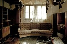 Our expert's team is there for your every need during this extremely stressful time. We provide quick service of Water damage Connecticut & Water cleanup Hartford.