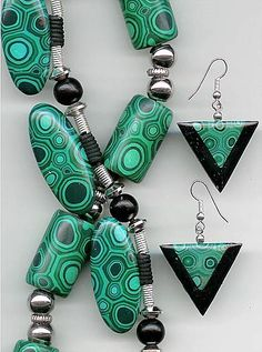 Carol Blackburn, faux malachite beads... polymer is an amazing material.