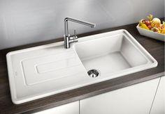 Természetes kerámia – modern kialakítással.  Egyedi, stílusos vonalvezetés. A különösen nagy medence még több helyet biztosít a mosogatáshoz. Kiemelkedő, körbefutó perem. 60-as szekrénymérethez. Beépítésnél forgatható.