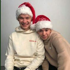 Dream Boyfriend, Winter Hats, Winter Jackets, Cute Twins, Twin Outfits, Popular People, Twin Boys, Canada Goose Jackets, Boy Bands