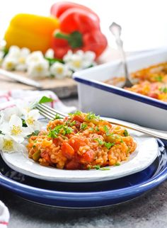 This Dump-and-Bake Stuffed Bell Peppers Casserole is an easy and healthy dinner recipe that can be made with ground beef, ground turkey, or chicken! Beef Dishes, Food Dishes, Main Dishes, Ground Turkey, Ground Beef, Beef Recipes, Cooking Recipes, Easy Recipes, Stuffed Peppers Healthy