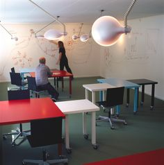Momentum - Bosch og Fjord - innovative office collaborative space, movable tables and ideapaint walls