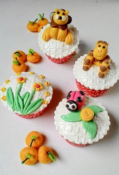 Kuih Maretha: Cupcakes Yellow Theme untuk Dewika and Family